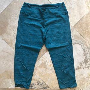 Beyond yoga crop Capri heathered teal leggings M